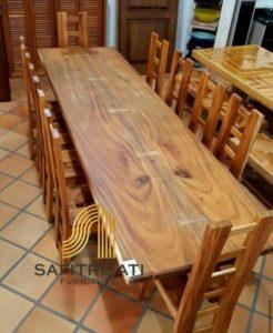Meja Makan Kayu Trembesi Besar Dan Utuh